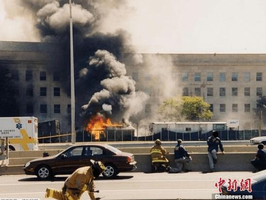 """""""9・11""""事件18周年:悬空的长椅托起哀思"""