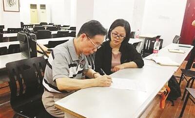 """退休老教师把自己""""捐""""给了杭师大 向这对金婚夫妻致敬"""