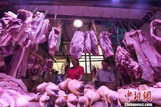 商务部会同相关部门投放中央储备猪肉10000吨