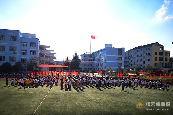 在红旗下宣讲 为新中国成立70周年庆生