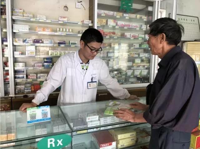 """不肯卖药给病人的""""阿逃医生""""火了"""