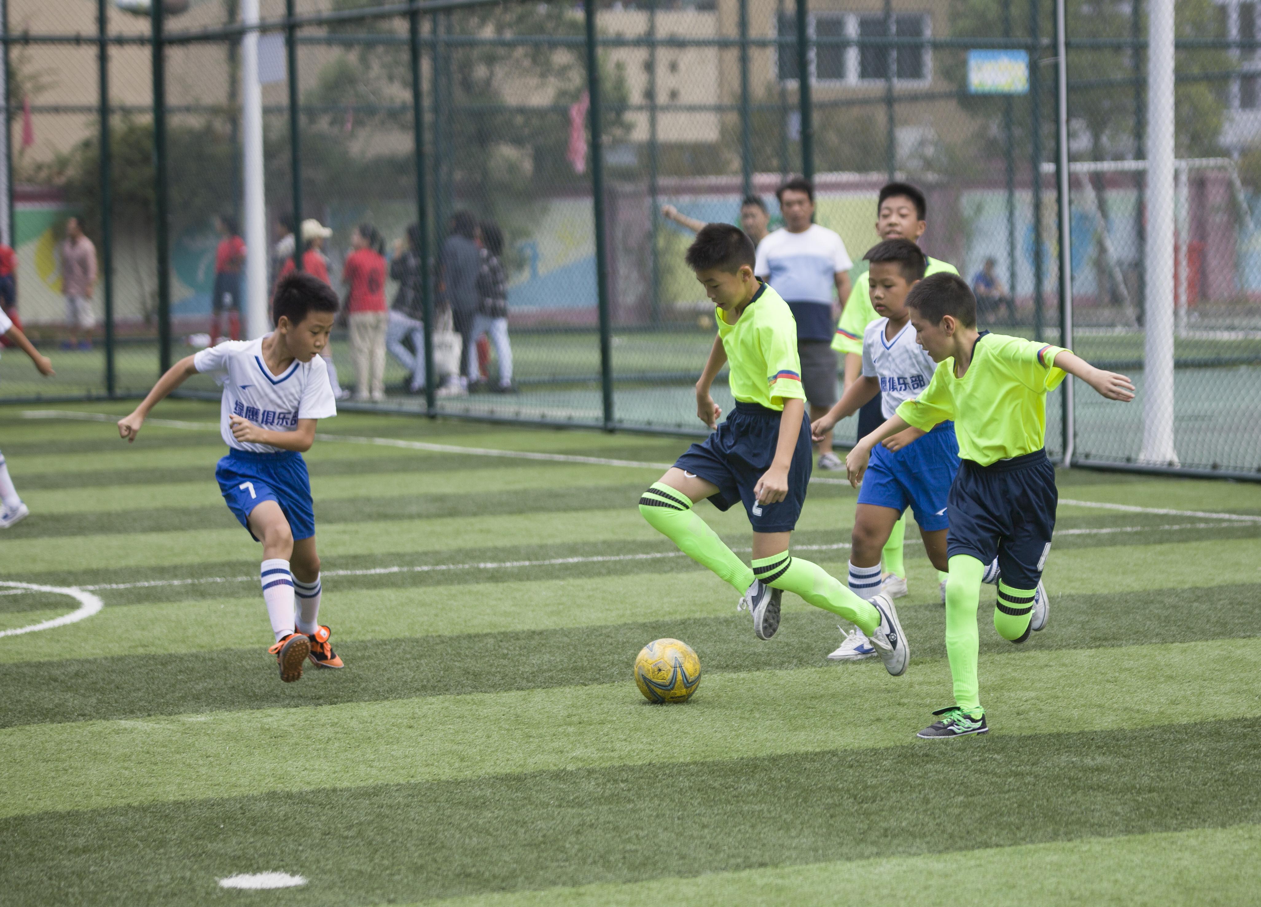 龙泉市中小学生校园足球赛举行