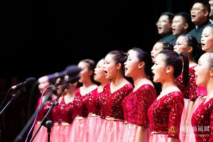 我们用歌声向祖国表白