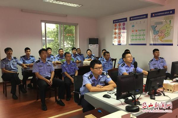 机场派出所组织民警、辅警收看新中国成立70周年国庆大阅兵