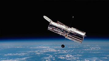 """美""""斯皮策""""太空望远镜在银河系发现""""泡泡云"""""""