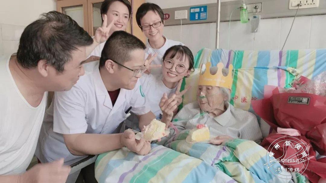 百岁老人术后病床上收到生日祝福