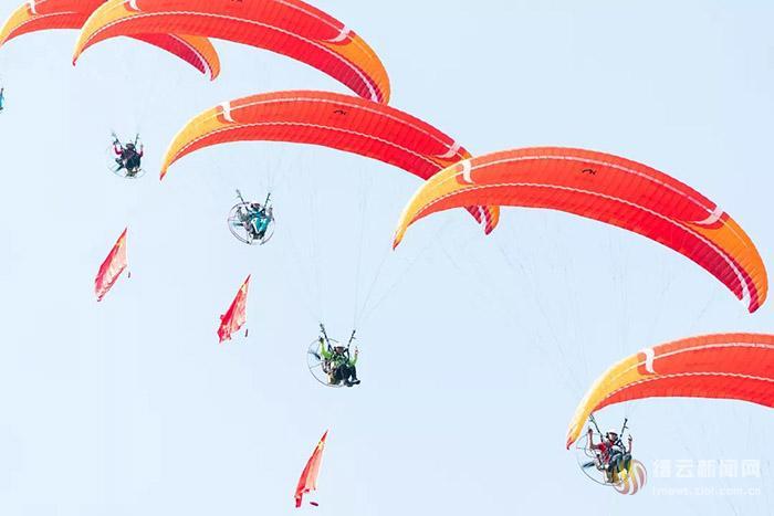 巅峰对决 全国滑翔伞定点联赛在缙开赛