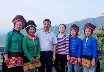 """为""""十年之约"""" 宁波这家人跨越1700公里去大山"""