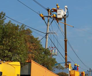 县供电局首次启用高压10千伏发电车保供电