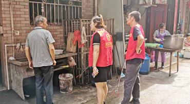 县经商局开展14网格泔水桶专项整治行动