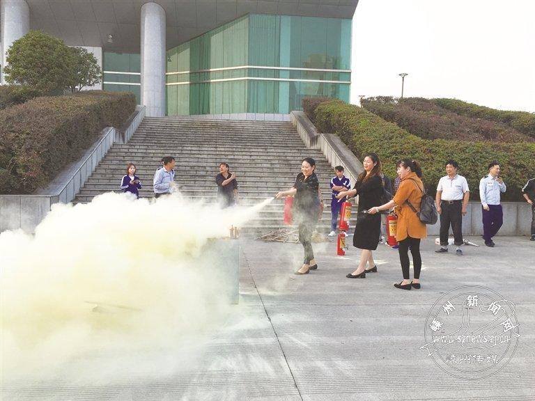 市体育中心开展消防安全培训