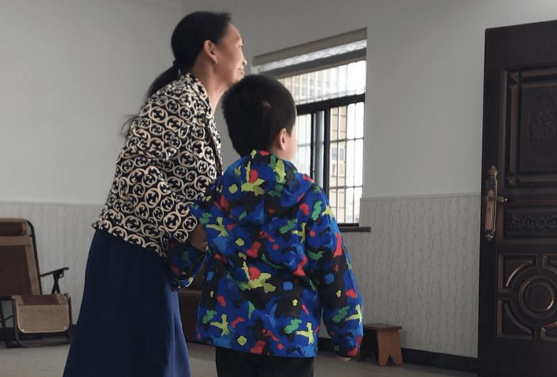 """""""我愛你 與血緣無關"""" 杭州寄養家庭背后的愛與別離"""