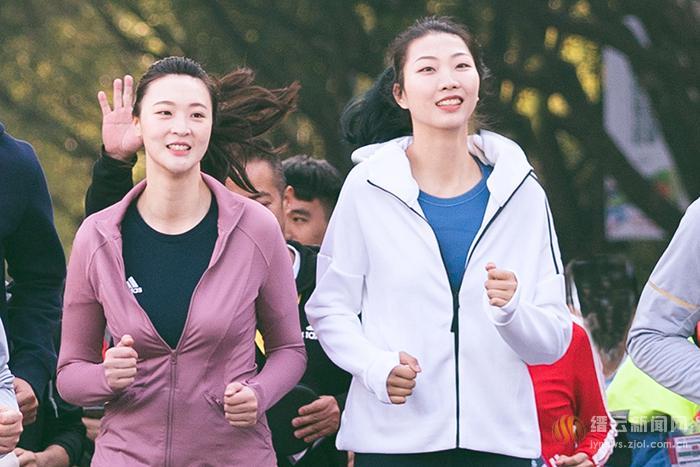 """唯美之秋 与女排奥运冠军一起跑出""""缙""""彩"""