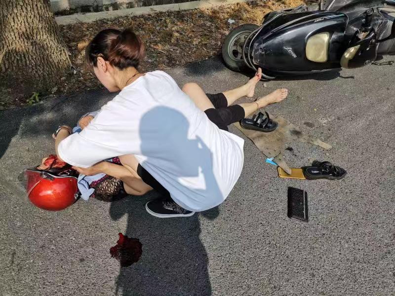 危急时刻伸援手 诸暨90后女医生全力救助摔伤女子