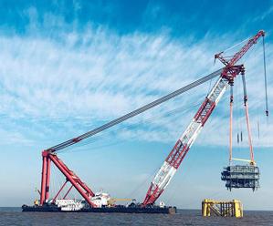 皇冠体育在线4#海上风电项目海上升压站吊装顺利完成