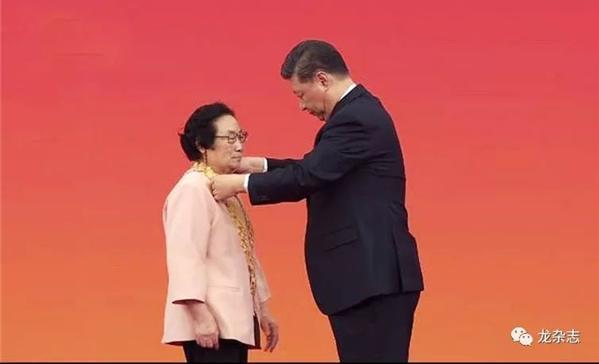讓中醫造福全人類——專訪共和國勛章獲得者屠呦呦
