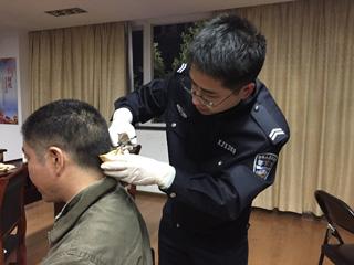 禁毒大队开展毒驾防范治理宣讲与毛发毒品检测行动