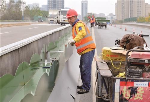 大桥安装铁花架
