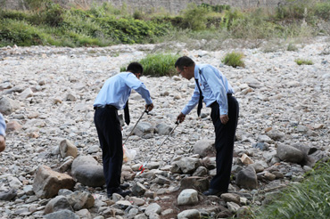 县税务局开展香菇文化节后环境卫生清理行动