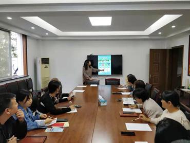 縣經商局組織全體黨員幹部職工召開垃圾分類培訓會