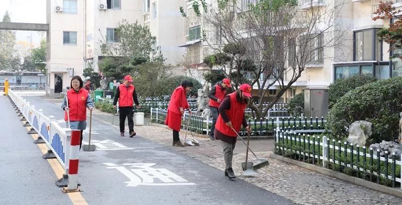 """衢州市黨員志愿者""""8小時""""外暖心服務!"""
