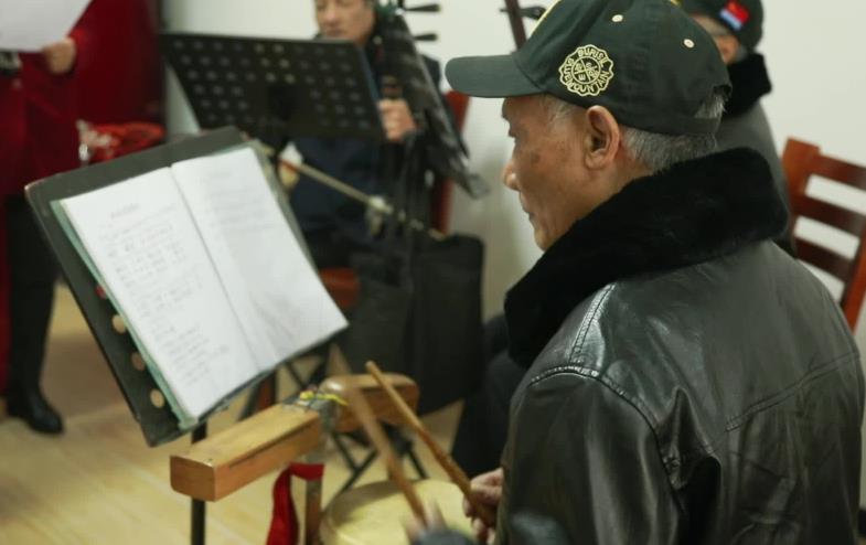 義烏84歲退休教師創作垃圾分類歌曲