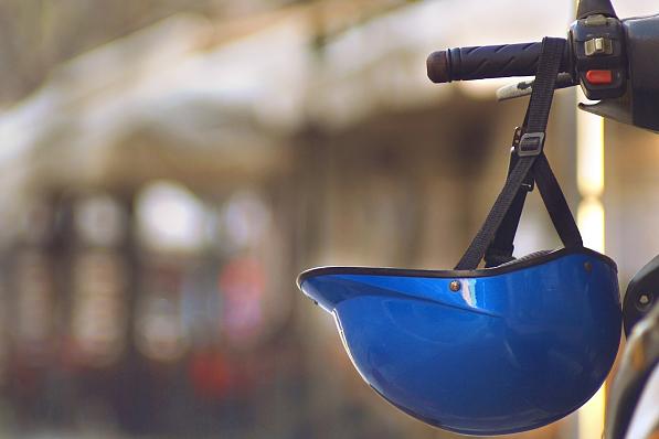 全國交通安全日丨騎電動車為什么要戴頭盔 實驗告訴你