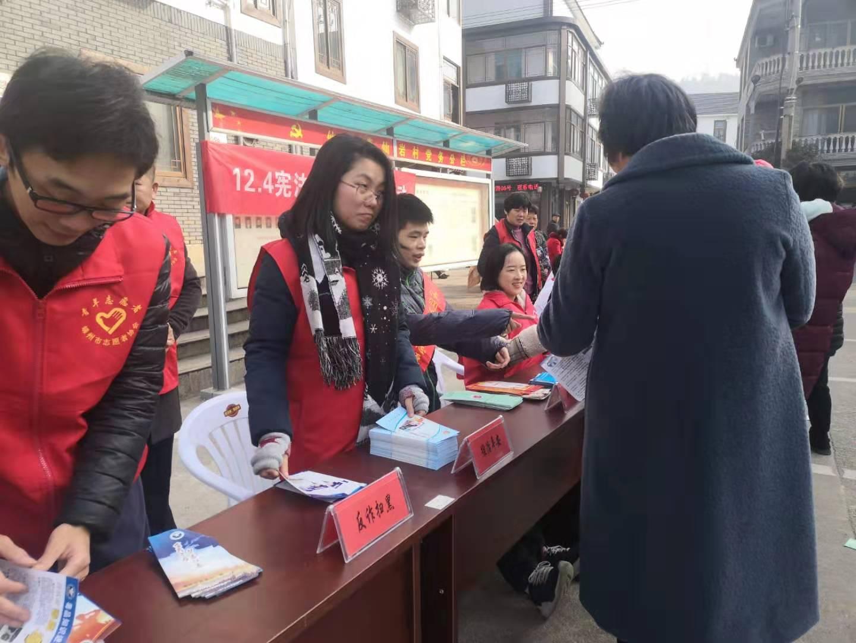 仙岩镇开展平安建设综合宣传活动