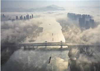 平流雾锁城 现天上人间