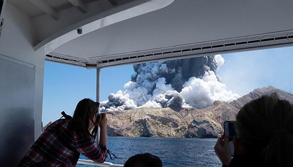 新西兰怀特岛火山喷发已致5人遇难