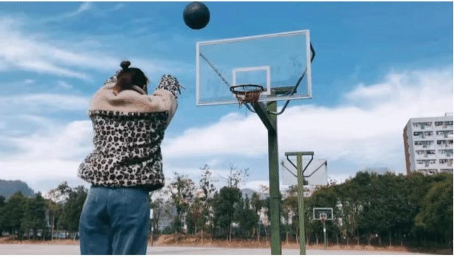 """福彩圆梦""""篮球小前锋""""的励志大学生活"""