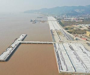 建渔港护渔船