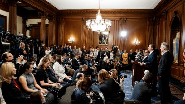 美丽国会参议院通过第一枝执法弹劾条款
