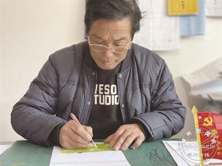 一位69岁老党员的初心:手绘全套党建资料 还有专属印花