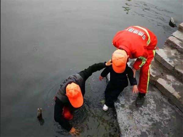 冬日里的溫暖 瑞安環衛工人勇救落水兒童獲贊