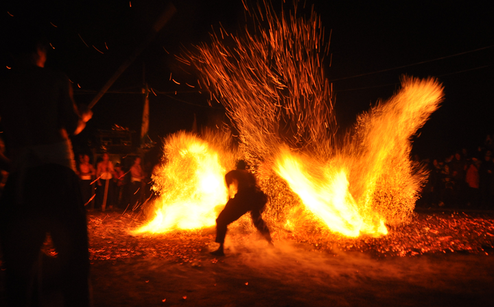 磐安煉火迎新年