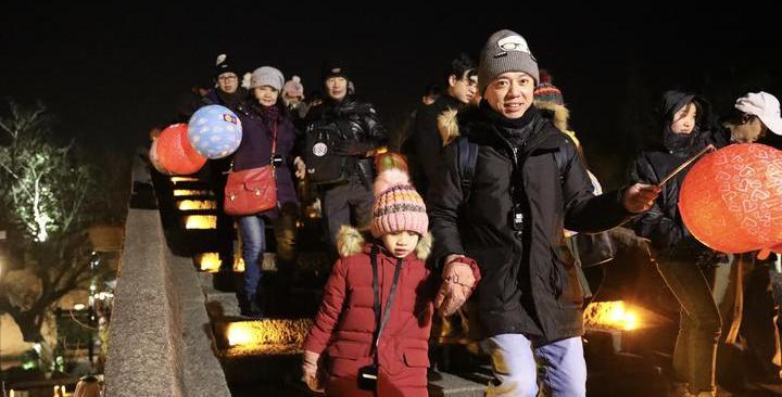 浙江各地迎接新年:炫彩時尚秀 醇香民族風