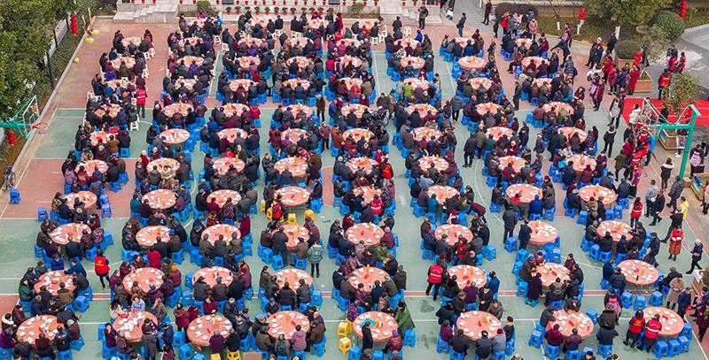 安吉縣:百桌老人宴 孝老慶元旦
