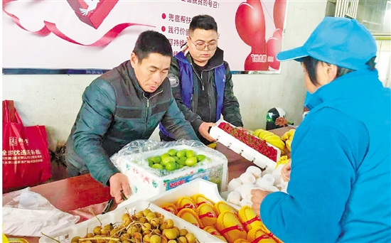 越城志愿者向多地果農施援手 愛心果攤,給愛一塊飛地