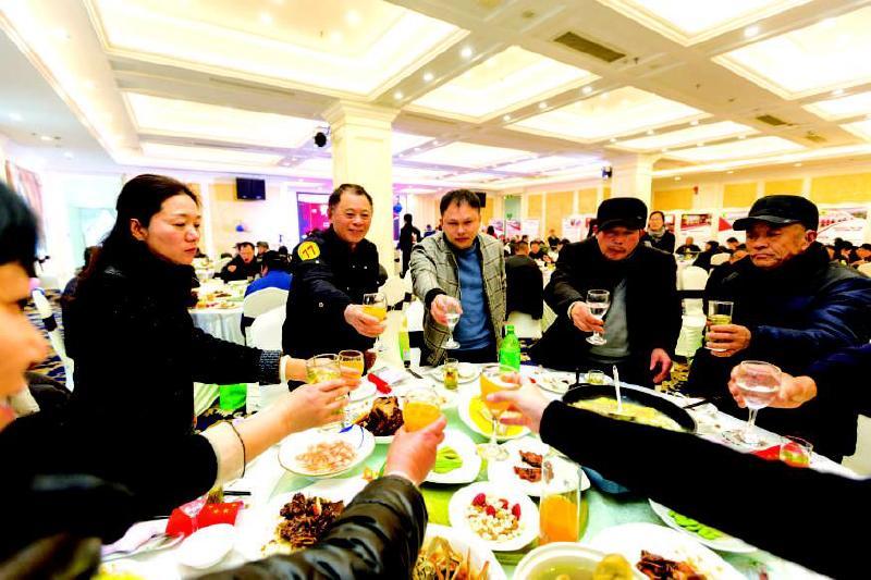 """平湖""""百桌千人年夜饭""""满满幸福味"""