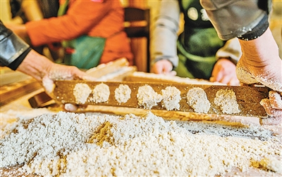 安吉:小小一块糕 满满幸福年