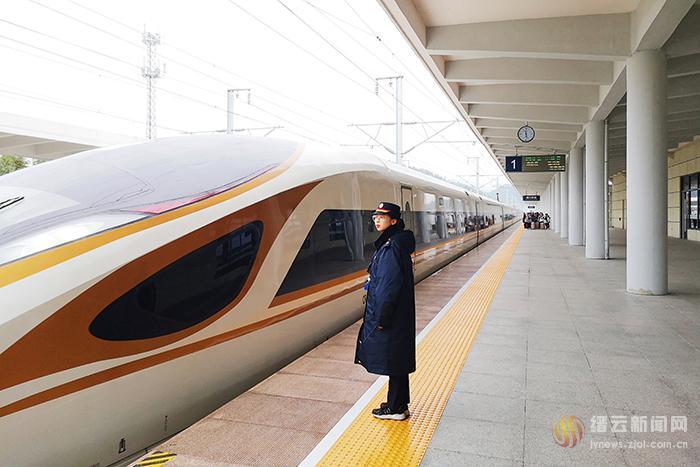 缙云西站首次迎来超长版列车