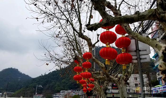 大红灯笼高高挂 红红火火迎新年
