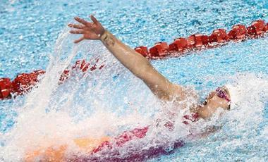 刘湘打破女子50米自由泳亚洲纪录