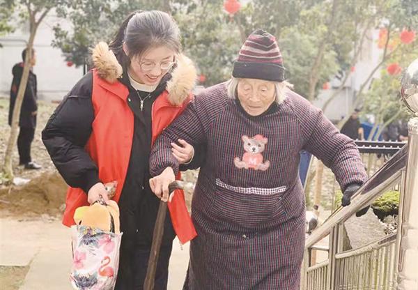 市融媒体中心志愿者新春送温暖