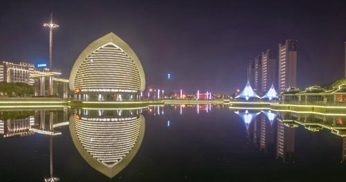 璀璨灯光迎新年