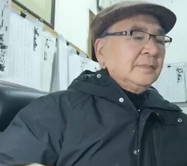 【视频】77岁退休老师创作歌曲激励抗疫