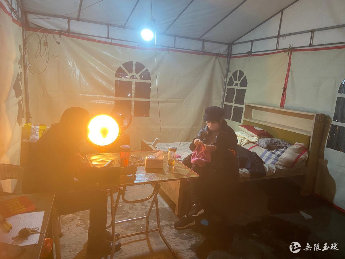 志愿者陈晓静:雨中守夜人