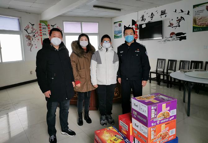 民宿老板两捐物资:世界很难,但我相信温暖