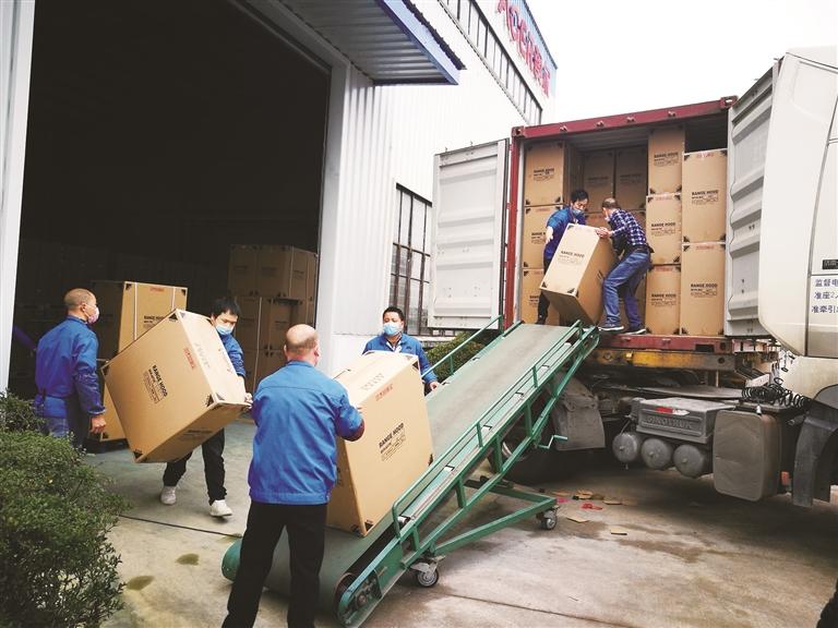 澳尔电器复工后出口首批货物